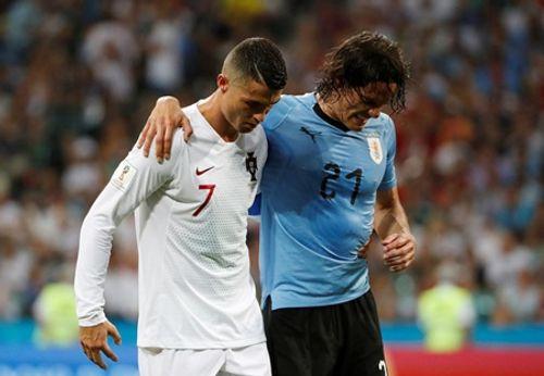 """Cavani """"tiễn"""" Ronaldo theo chân Messi, Bồ Đào Nha thất thểu về nước - Ảnh 3"""
