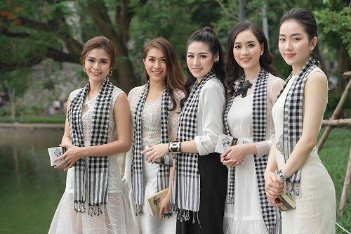 Tú Anh đưa Lệ Hằng, Mâu Thủy đi tặng sách cho sinh viên Hà Nội - Ảnh 5