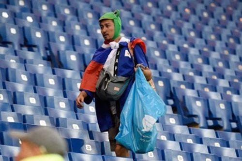 World Cup 2018: CĐV Nhật Bản vừa rơi lệ vừa dọn rác trên khán đài - Ảnh 4