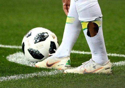 Sự thật đằng sau đôi tất rách của Neymar, siêu sao đắt giá nhất hành tinh - Ảnh 2