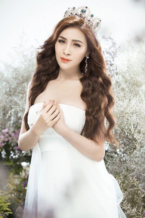 """Ngoài Thư Dung, nhiều người đẹp Việt từng bị """"ném đá"""" dữ dội vì chụp ảnh phản cảm - Ảnh 1"""