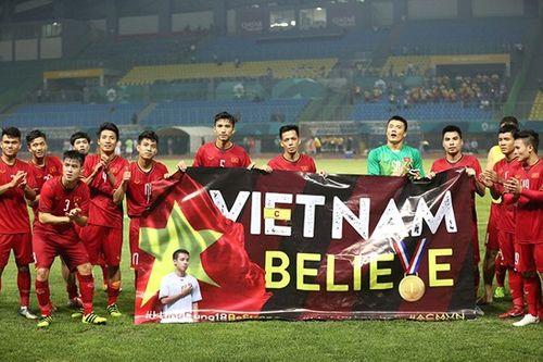 Olympic Việt Nam tri ân Đỗ Hùng Dũng theo cách đặc biệt - Ảnh 2