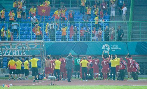 Olympic Việt Nam tri ân Đỗ Hùng Dũng theo cách đặc biệt - Ảnh 1
