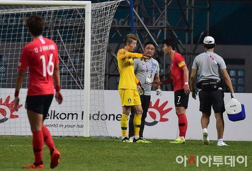 Thủ môn số 1 của Olympic Hàn Quốc sẽ nhịn đau để ra sân đấu với Việt Nam? - Ảnh 1