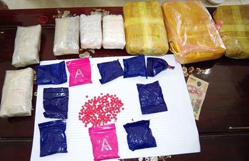 Bắt giữ 3 người đàn ông mua bán trái phép 18.000 viên ma túy tổng hợp - Ảnh 1