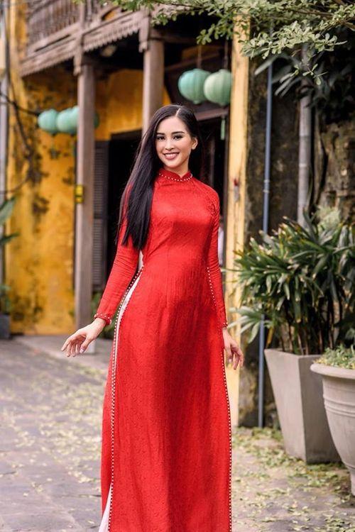 Vẻ duyên dáng trong tà áo dài của Hoa hậu Tiểu Vy ở quê nhà Hội An - Ảnh 7