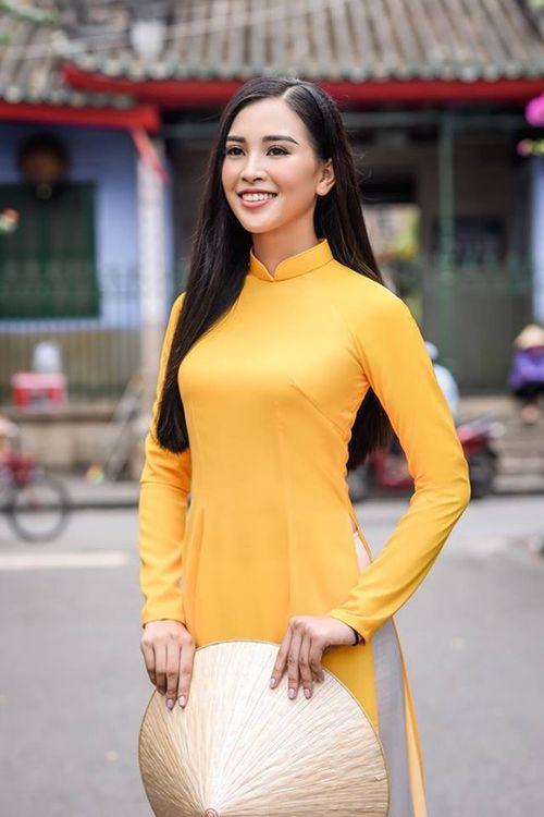 Vẻ duyên dáng trong tà áo dài của Hoa hậu Tiểu Vy ở quê nhà Hội An - Ảnh 3