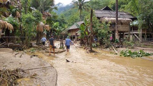 Thầy trò vật lộn trong bùn đất ngập sâu hàng mét trong nhiều ngày sau lũ quét - Ảnh 3