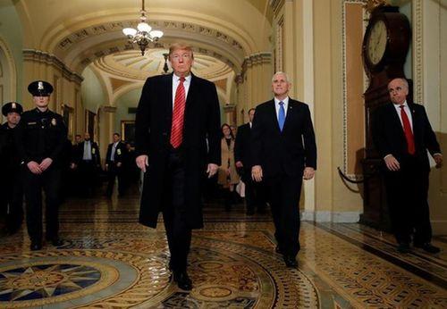 Tổng thống Trump giận dữ bỏ họp vì thỏa thuận về tường biên giới lại thất bại - Ảnh 1