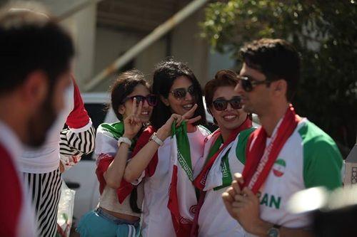 Ngắm dàn mỹ nữ khoe sắc trên khán đài trận Việt Nam - Iran - Ảnh 11