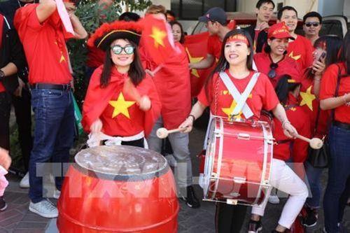 Ngắm dàn mỹ nữ khoe sắc trên khán đài trận Việt Nam - Iran - Ảnh 5