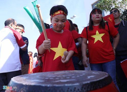 Ngắm dàn mỹ nữ khoe sắc trên khán đài trận Việt Nam - Iran - Ảnh 8