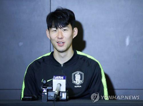 Video: Son Heung-min đến tại UAE cùng Hàn Quốc tham dự Asian Cup 2019 - Ảnh 1