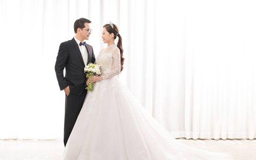 NSND Trung Hiếu hé lộ ảnh cưới ngọt ngào với cô dâu kém 19 tuổi - Ảnh 4