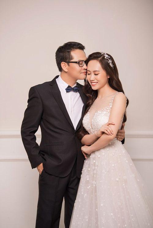 NSND Trung Hiếu hé lộ ảnh cưới ngọt ngào với cô dâu kém 19 tuổi - Ảnh 9