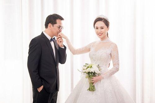 NSND Trung Hiếu hé lộ ảnh cưới ngọt ngào với cô dâu kém 19 tuổi - Ảnh 5