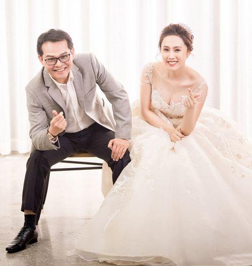 NSND Trung Hiếu hé lộ ảnh cưới ngọt ngào với cô dâu kém 19 tuổi - Ảnh 6