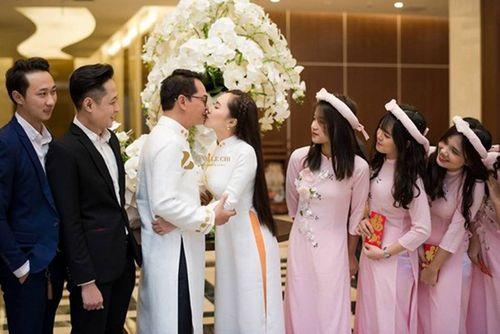 """NSND Trung Hiếu """"cười tít mắt"""" cạnh cô dâu kém 19 tuổi trong đám cưới - Ảnh 4"""