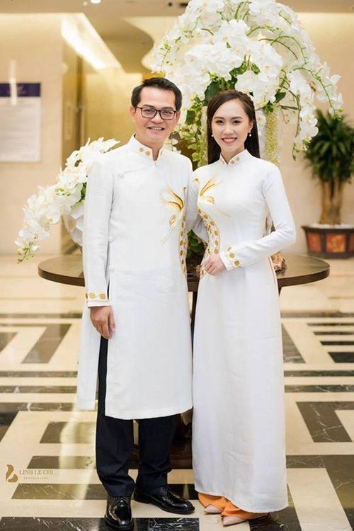 """NSND Trung Hiếu """"cười tít mắt"""" cạnh cô dâu kém 19 tuổi trong đám cưới - Ảnh 1"""
