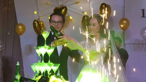 """NSND Trung Hiếu """"cười tít mắt"""" cạnh cô dâu kém 19 tuổi trong đám cưới - Ảnh 8"""