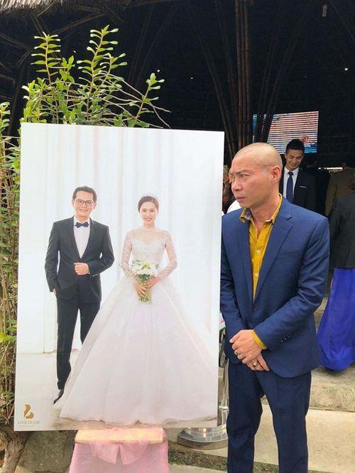 """NSND Trung Hiếu """"cười tít mắt"""" cạnh cô dâu kém 19 tuổi trong đám cưới - Ảnh 7"""