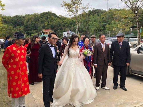 """NSND Trung Hiếu """"cười tít mắt"""" cạnh cô dâu kém 19 tuổi trong đám cưới - Ảnh 6"""