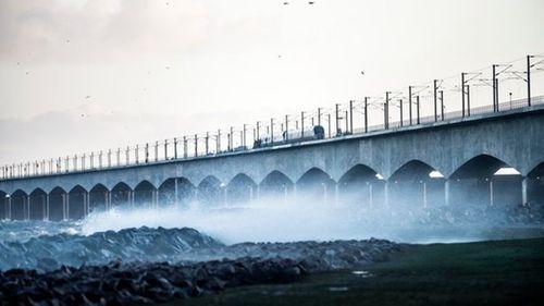 2 tàu hỏa đâm nhau trên cầu, 6 người thiệt mạng - Ảnh 2