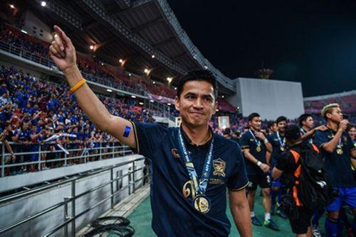 Asian Cup 2019: Kiatisak được CĐV Thái Lan hy vọng quay lại làm HLV trưởng - Ảnh 2