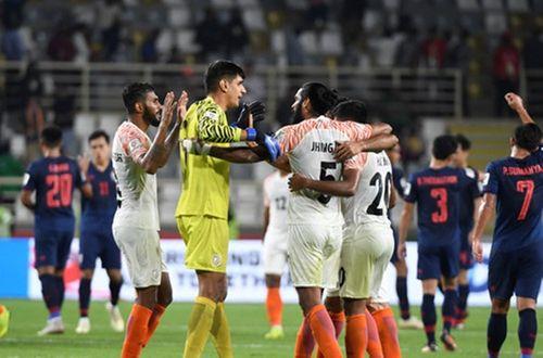 Asian Cup 2019: Kiatisak được CĐV Thái Lan hy vọng quay lại làm HLV trưởng - Ảnh 1