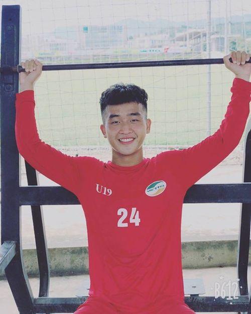 Tiết lộ về 2 chàng cầu thủ điển trai lập công giúp U22 Việt Nam chiến thắng - Ảnh 2