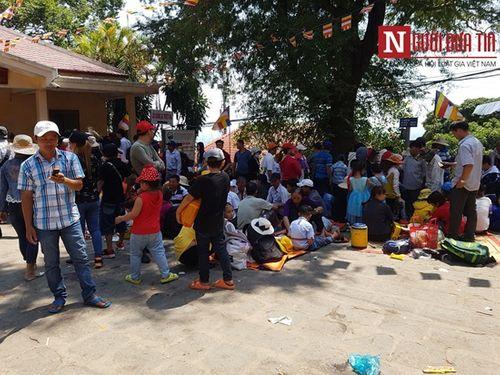 Dòng người đông đúc đổ về viếng lễ chùa Bà Đen ở Tây Ninh - Ảnh 11