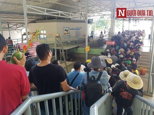 Dòng người đông đúc đổ về viếng lễ chùa Bà Đen ở Tây Ninh - Ảnh 12