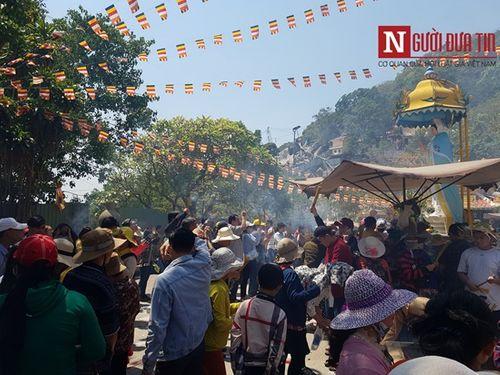Dòng người đông đúc đổ về viếng lễ chùa Bà Đen ở Tây Ninh - Ảnh 2