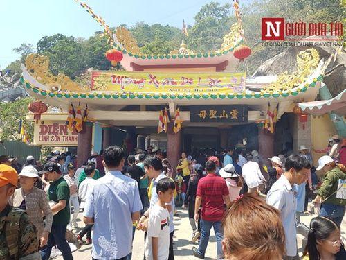 Dòng người đông đúc đổ về viếng lễ chùa Bà Đen ở Tây Ninh - Ảnh 5