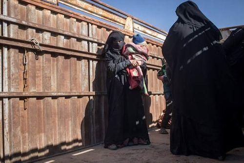 Tay súng IS tàn nhẫn giơ súng bắn vợ vì chạy trốn khỏi tổ chức - Ảnh 1