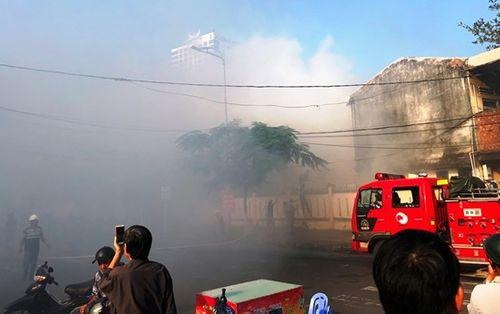 Cháy trong trường tiểu học ở Đà Nẵng, hàng trăm học sinh hoảng sợ, khóc lóc