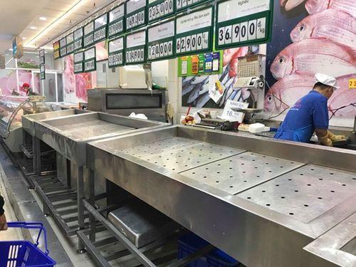 """Người dân đổ xô đi """"vét"""" hàng siêu thị, mua đồ giảm giá ngày 30 Tết - Ảnh 2"""