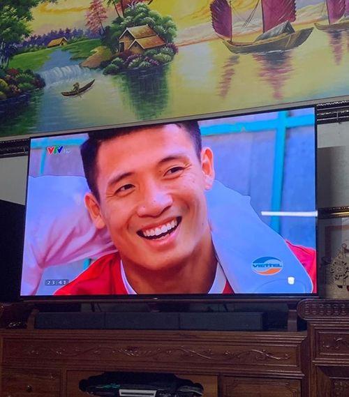 """Dàn tuyển thủ Việt Nam chúc mừng năm mới: Fan phát hiện Đoàn Văn Hậu """"3 năm như 1"""" - Ảnh 6"""