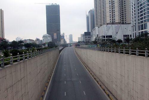 Thủ đô Hà Nội bỗng yên bình, cổ kính lạ thường buổi sáng mùng 1 Tết - Ảnh 2