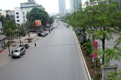 Thủ đô Hà Nội bỗng yên bình, cổ kính lạ thường buổi sáng mùng 1 Tết - Ảnh 3