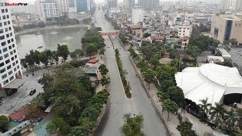 Thủ đô Hà Nội bỗng yên bình, cổ kính lạ thường buổi sáng mùng 1 Tết - Ảnh 6