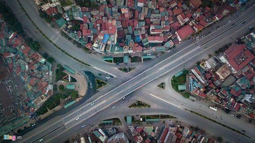 Thủ đô Hà Nội bỗng yên bình, cổ kính lạ thường buổi sáng mùng 1 Tết - Ảnh 8