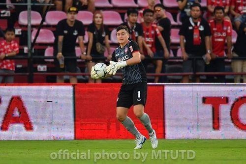 Để thủng lưới 2 bàn, Văn Lâm vẫn để lại dấu ấn trong trận thắng thứ 2 của Muangthong - Ảnh 1
