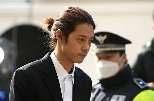 Cảnh sát xin lệnh bắt giữ khẩn cấp Jung Joon Young, Seungri nộp đơn hoãn đi nghĩa vụ - Ảnh 1