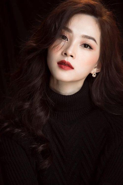 """Hình ảnh mới nhất thể hiện """"nhan sắc mặn mà"""" của hoa hậu Đặng Thu Thảo - Ảnh 1"""