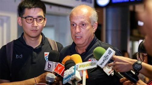 """HLV U23 Thái Lan cúi đầu xin lỗi sau khi về nước vì """"thất bại nặng nề nhất trong sự nghiệp"""" - Ảnh 2"""
