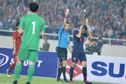 AFC chính thức đưa ra án phạt nặng cho tiền đạo Thái Lan vì đấm Đình Trọng - Ảnh 1
