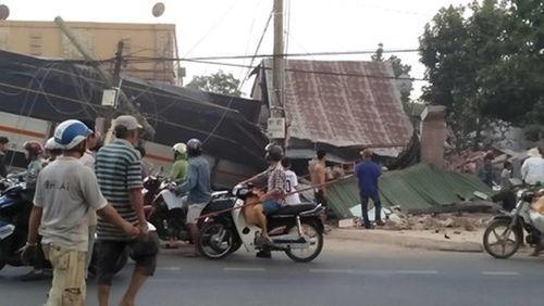 Đồng Nai: Xe tải đâm sập nhà dân, tài xế và phụ xe tử vong - Ảnh 1