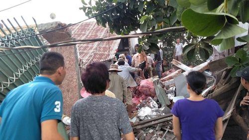 Đồng Nai: Xe tải đâm sập nhà dân, tài xế và phụ xe tử vong - Ảnh 2