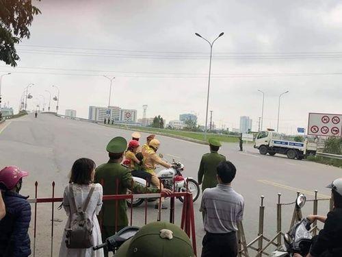 Tin tức thời sự 24h mới nhất ngày 4/3/2019: Thiếu tá CSGT dùng xe đặc chủng chở em bé đi bệnh viện trong ngày cấm đường - Ảnh 1